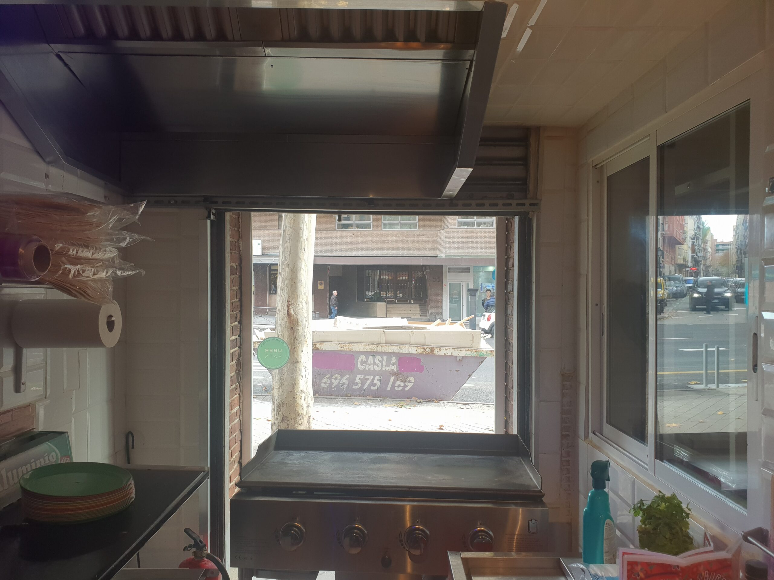 Embajadores – Se  traspasa Bar/Restaurante de 50 m2