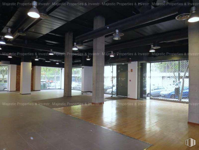 Se vende local de 470 m2 en calle Orense